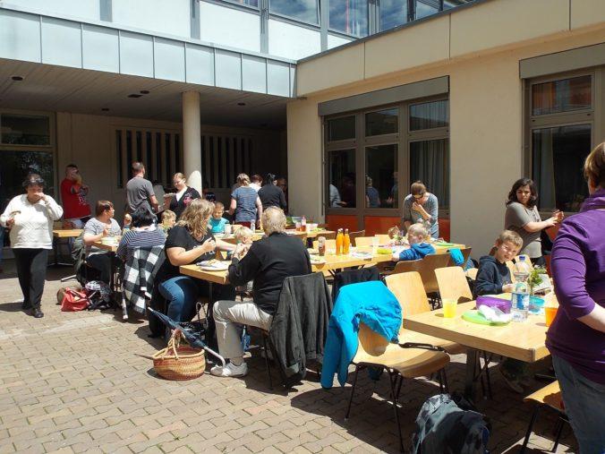 Hewenschule - Eltern Grillfest im Schulhof