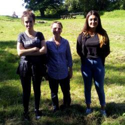 Hewenschule - Hewentag die drei Damen vor dem Grill